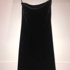 The limited stretch Strapless black velvet dress